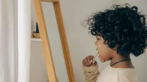 A child practicing good dental hygiene