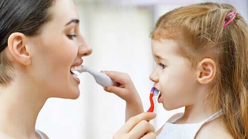 How-to-brush-toddlers-teeth